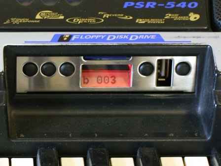 Uniflash USB in Yamaha PSR 540 bank no protect 448.jpg